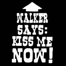 Walker Says: Kiss Me Now! Langarm T-Shirt