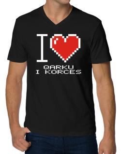 I love Qarku I Korces pixelated V-Neck T-Shirt