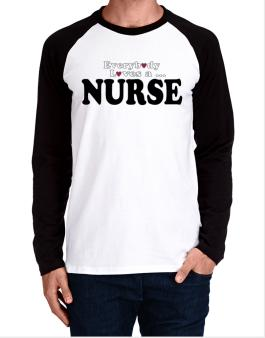 Raglan Manga Larga de Everybody Loves A Nurse