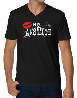 Kiss Me, Im Anstice - Lips V-Neck T-Shirt