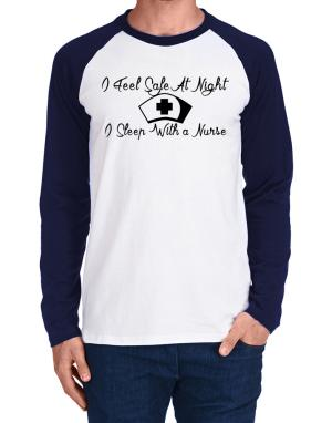Raglan Manga Larga de I Feel Safe At Night I Sleep With a Nurse